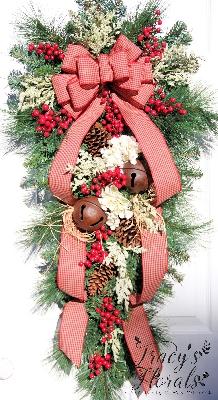 Winter Teardrop Wreath